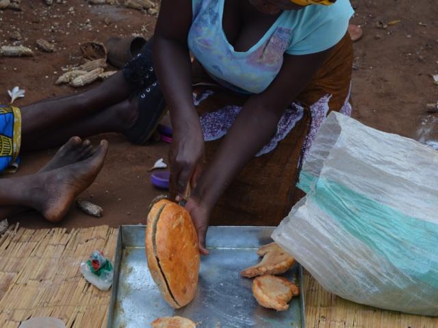 SAM:s systerkyrka i Malawi utbildar inom bageri och snickeri.