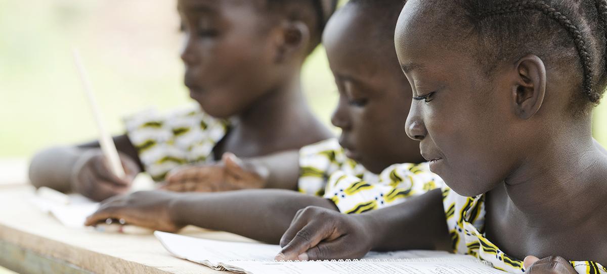 Läskunskaper lyfter barn och kvinnor