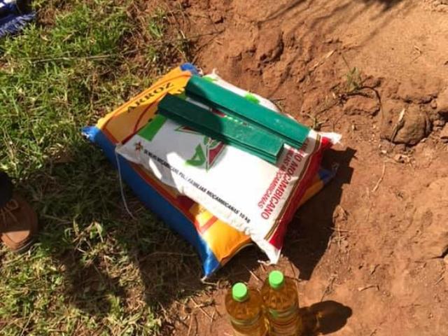 Varje familj har fått 25 kg majsmjöl, 20 kg ris 2 liter matolja och två stavar tvål