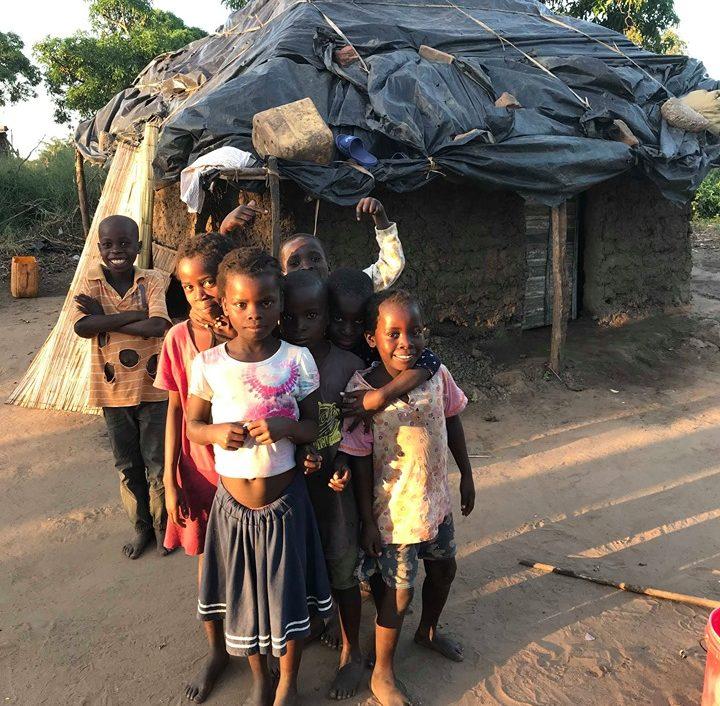 Nödhjälpsutdelning i byar runt Chimoio